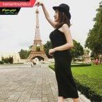خلاقیت گردشگر زن زیبا با برج ایفل در مینی سیام شهر پاتایای تایلند
