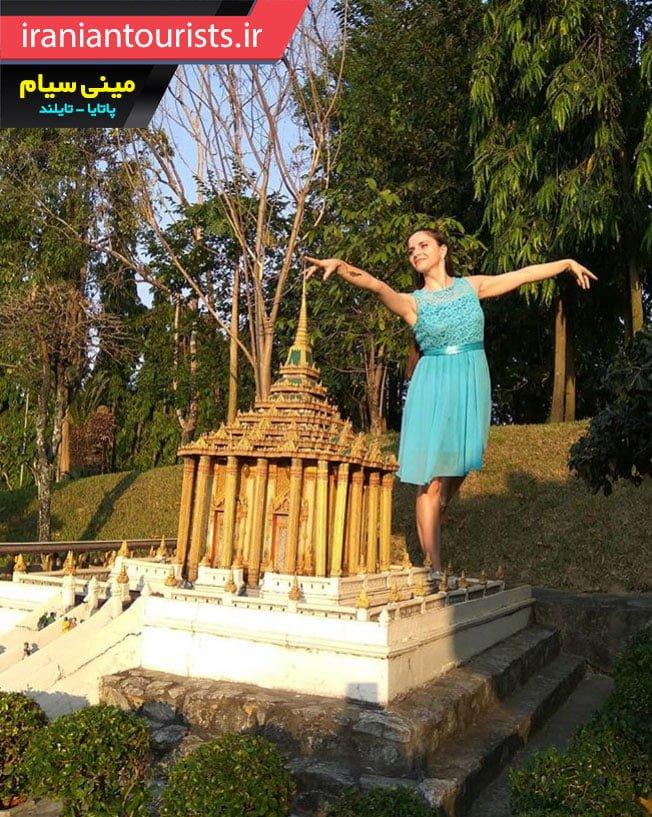دختر خوش ذوق و هنرمند در پارک مینی سیام تایلند