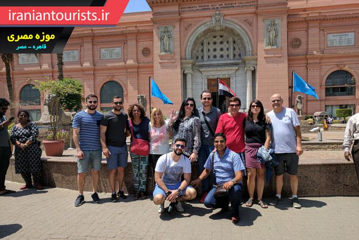 ّبازدید توریست ها و گردشگران اروپایی از موزه مصری