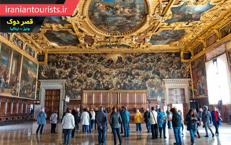 بازدید گردشگران از قصر دوک در شهر زیبای ونیز