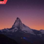 تصویری از کوه ماترهورن در نمای شب