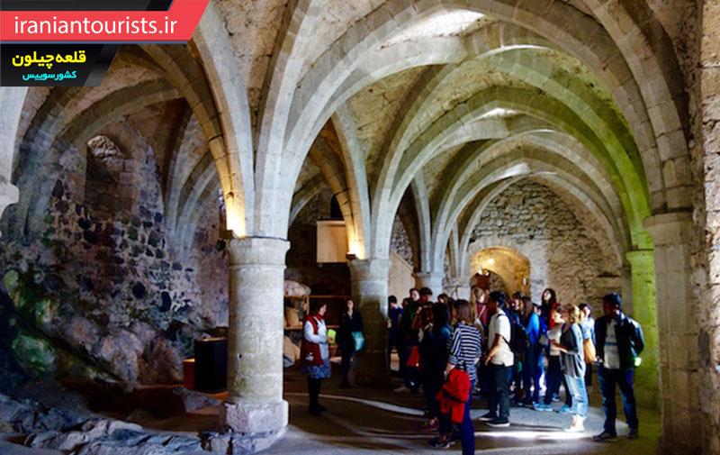 بازدید گردشگران از قلعه چیلون